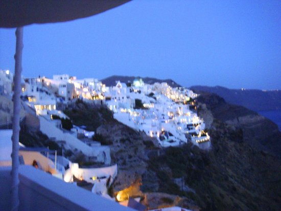 Andronis Luxury Suites: View of the cliffs of Santorini from our balcony at night....beautiful.