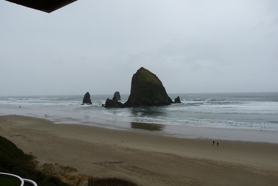 Hallmark Resort Cannon Beach : View from our room