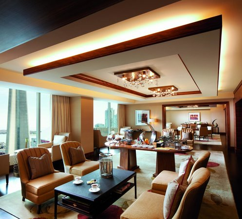The Ritz-Carlton, Toronto: The Ritz-Carlton Club Lounge