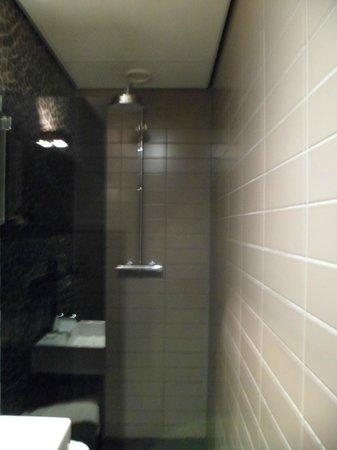 Hotel V Frederiksplein: baño