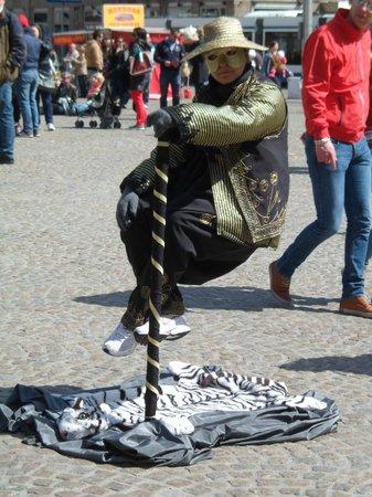 Dam Platz: Artista callejero
