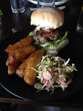 Rockliffe Hall: Delicious burger and chips