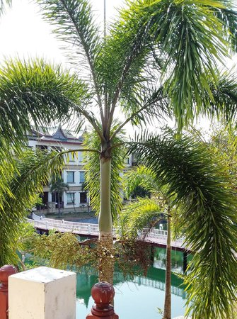 Andaman Princess Resort & Spa: Widok z jadłodajni na część hotelową