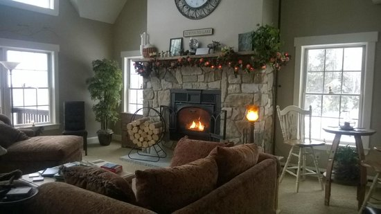 A Newfound Bed & Breakfast : Family Room with fireplace
