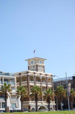 Hotel Bondi: View from Bondi beach.