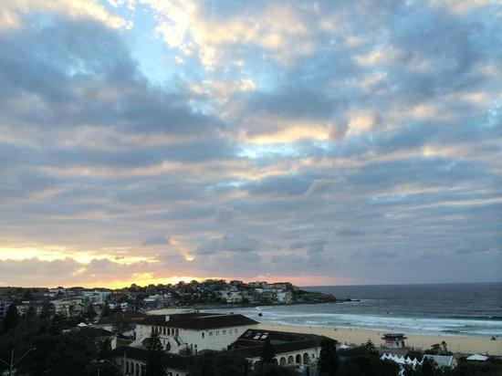 Hotel Bondi: Sunrise from our balcony.