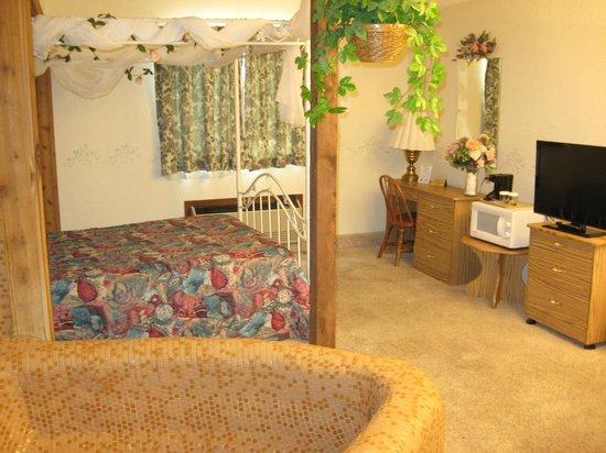 Glacier Gateway Inn: Honeymoon Room