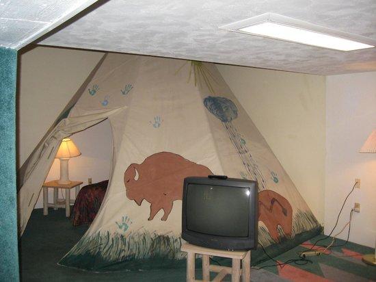 Glacier Gateway Inn: Tee Pee Room
