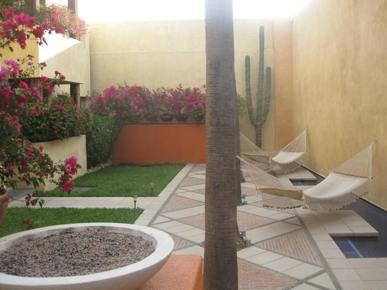 Casa Natalia: The lower level of the courtyard