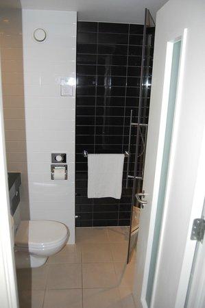 Holiday Inn Express London Gatwick-Crawley : Bathroom