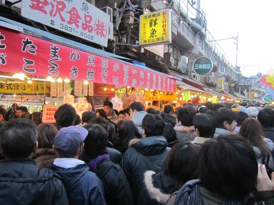 Ameyoko Shopping Street: folla