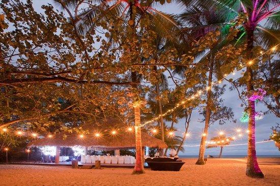 Kewarra Beach, Úc: Evening lights on the beach