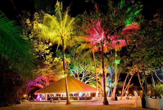 Kewarra Beach Resort & Spa : Private dinner on the beach with special lighting