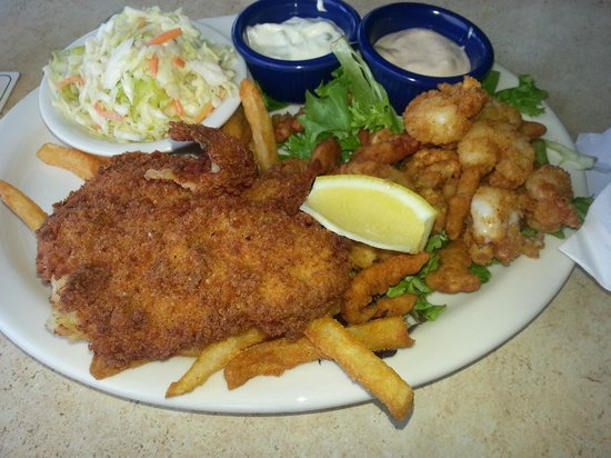 Mulligan's Beach House Bar & Grill: Fried Seafood Platter $18.95