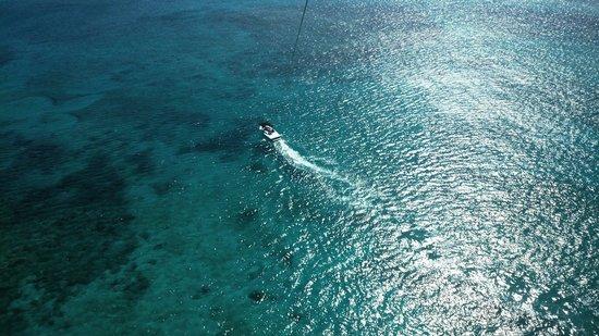 Royal West Indies Resort: Parasailing