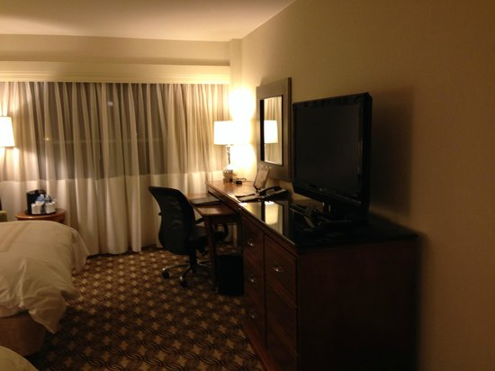 Boston Marriott Quincy: Desk area