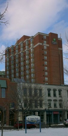 Holiday Inn Express Toronto Downtown: The hotel from St James Park