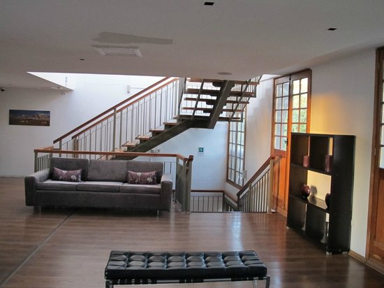 Hotel Loreto: 2nd floor lounge area