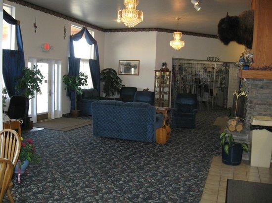 Glacier Gateway Plaza: Lobby