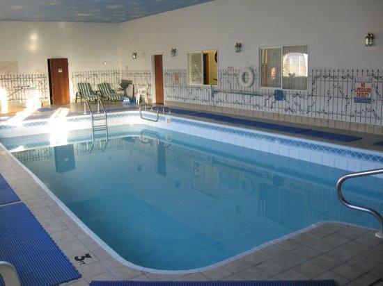 Glacier Gateway Plaza: seasonal Pool