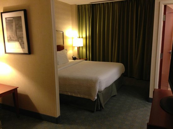 SpringHill Suites Chicago O'Hare: king bedroom area