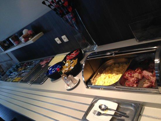 Hotel Chambord: breakfast