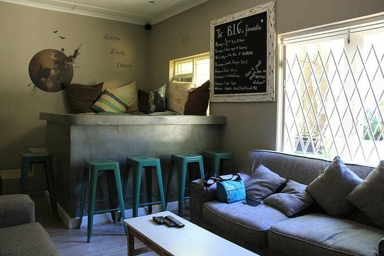 The Backpackers in Green Point : TV room, it is cozy