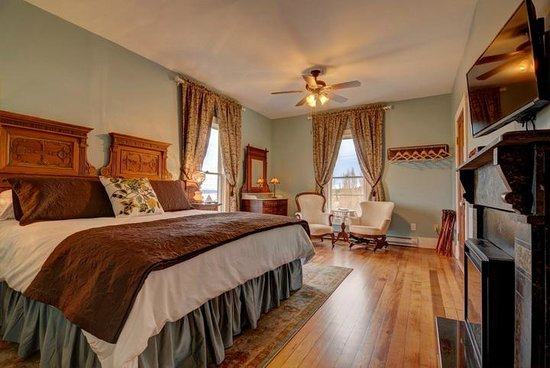 Blue Goose Inn Bed and Breakfast: Captain's Suite