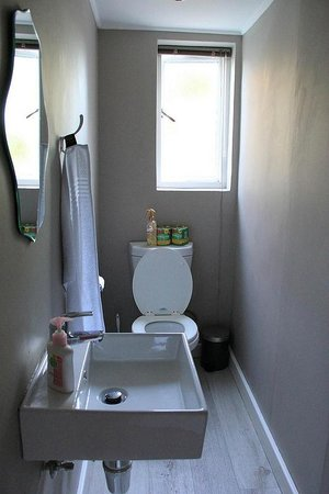 The Backpackers in Green Point : Public Toilet on the ground floor