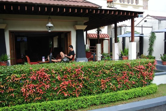Arion Swiss-Belhotel Bandung: Terrace of the city hotel