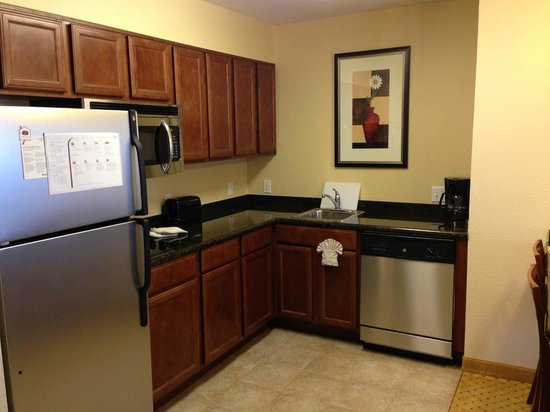 Residence Inn Tucson Airport : Kitchen area