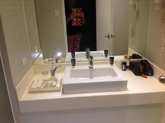 The Bayleaf Intramuros : 704 bathroom