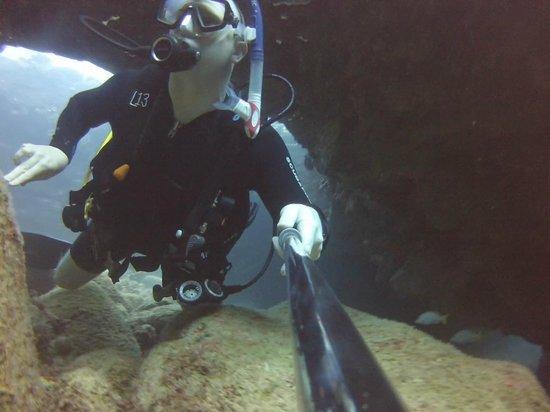 Seasport Divers: Narrow corridor at Sheraton Caverns