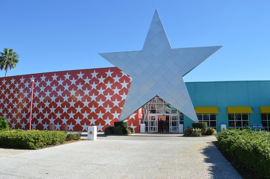 Disney's All-Star Music Resort : Entrada desde la piscina.
