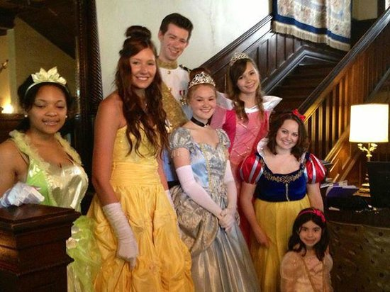 Henderson Castle Inn: Picture of our princess for our monthly princes tea party even