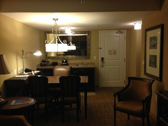 Embassy Suites by Hilton San Antonio Riverwalk-Downtown: Escrivaninha