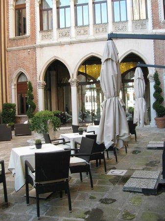 SINA Centurion Palace: cortile interno Hotel Centurion *****
