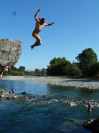 Gazebo Golden Bay Backpackers: A peaceful swimming hole, dare to jump!