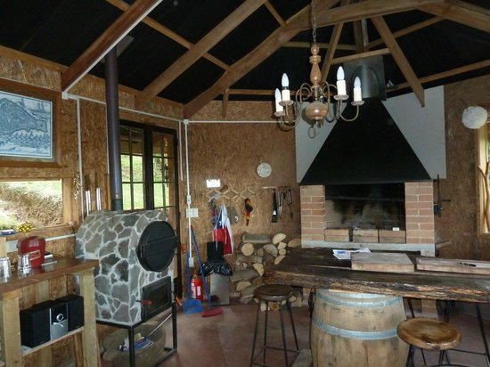 Krause Lodge: The grill house with a smoker and full quincho