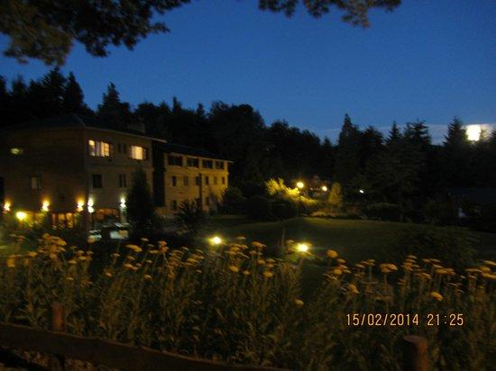 Le Bouquet Apart Hotel: vista de noche