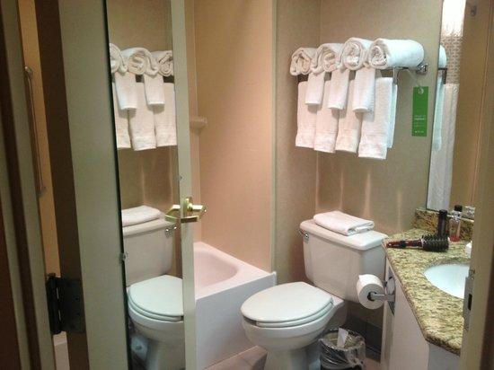 Hampton Inn Exton: Bathroom