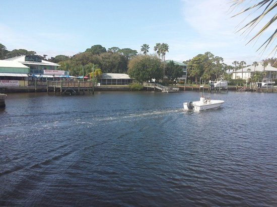 Port Richey, FL: Restaurant overlooks the river.