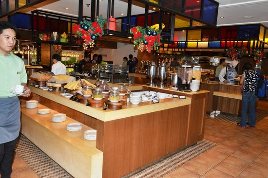 Quest Hotel and Conference Center Clark: Buffet breakfast