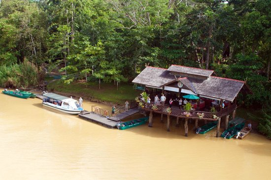 Sukau Rainforest Lodge: SRL Jetty and Restaurant