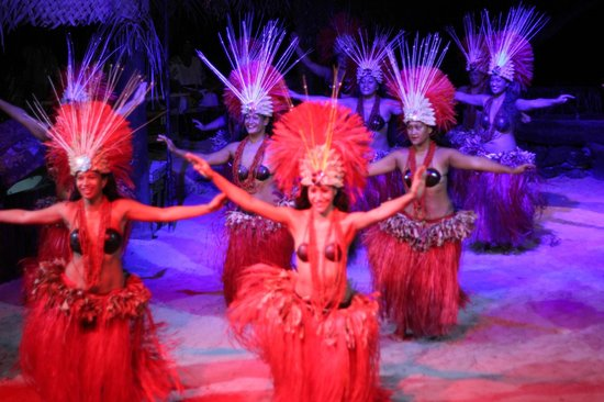 Tiki Village Cultural Centre : Espetaculo de dança