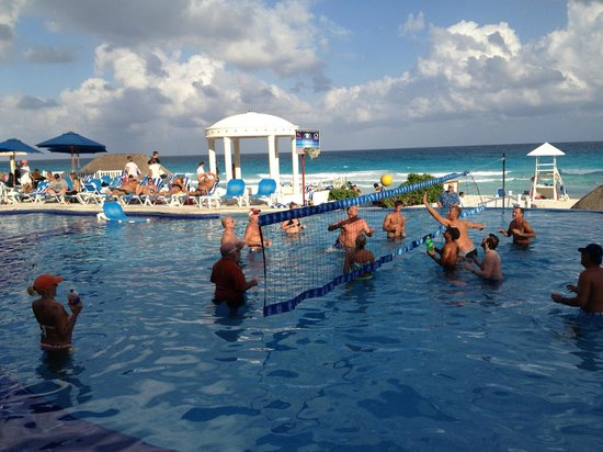 Golden Parnassus All Inclusive Resort & Spa Cancun: Water volleyball was a daily event and great fun.