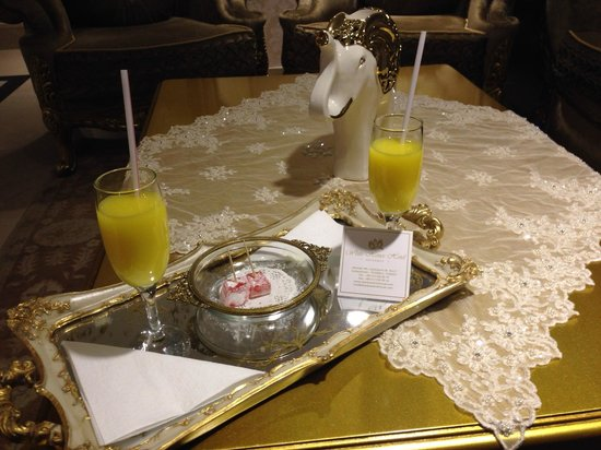 White House Hotel Istanbul: Fresh OJ and Turkish Delights