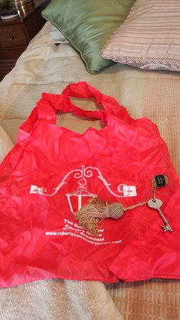 Robertshaw Country House Bed and Breakfast: Compliamentary tote, actual Key