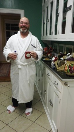 Robertshaw Country House Bed and Breakfast: Relaxation in style with a Robertshaw mug & robe