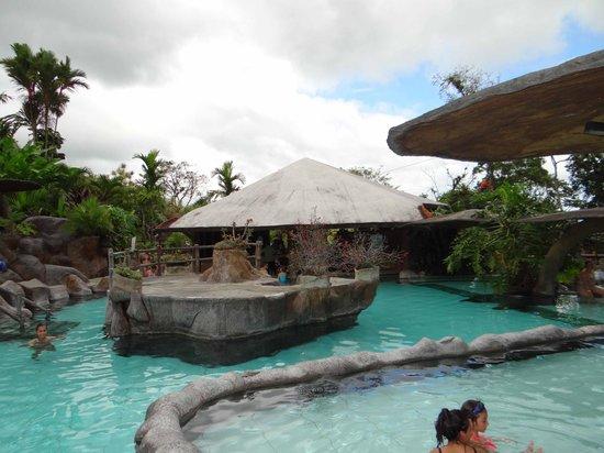 Los Lagos Hotel Spa & Resort: Piscina con bar húmedo al fondo